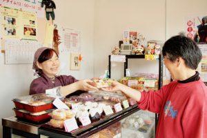 ふるさとの味を伝えるお惣菜店「ごっつぉうさん」 特製ササニシキのお花見弁当
